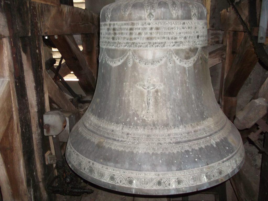 Grosse cloche de l'église de Thairy